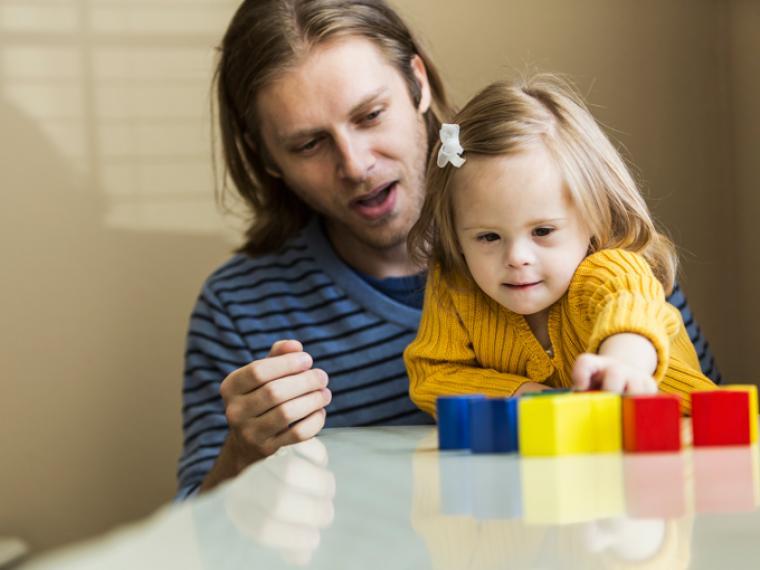 Ejercicios para estimular a un niño con síndrome de Down en casa