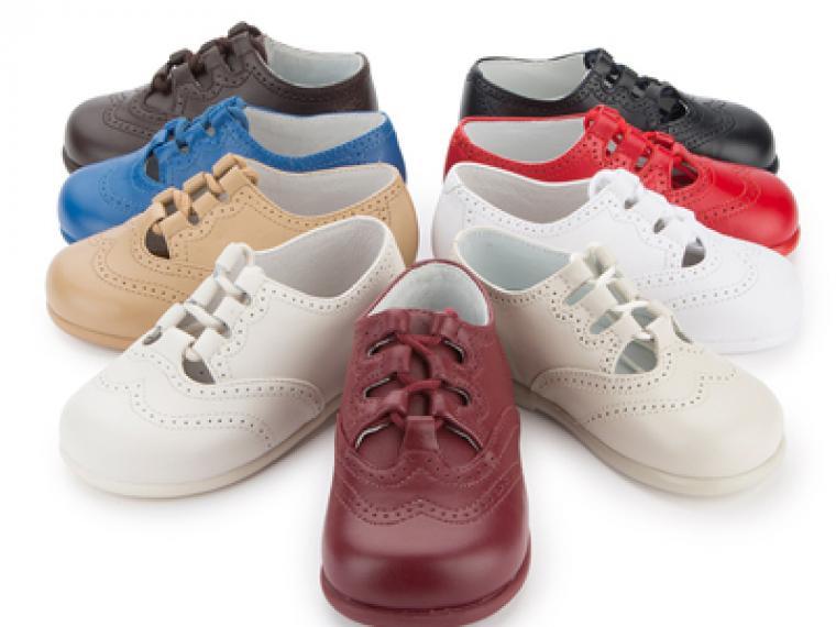 Trucos para limpiar los zapatos de los niños