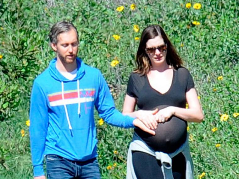 Anne Hathaway y su marido, días antes de dar a luz / Gtresonline