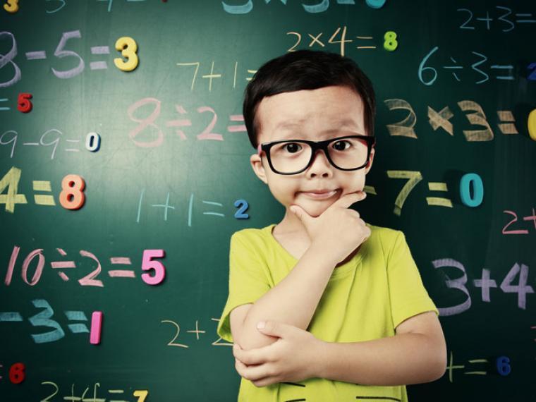 Niño respuesta matemáticas
