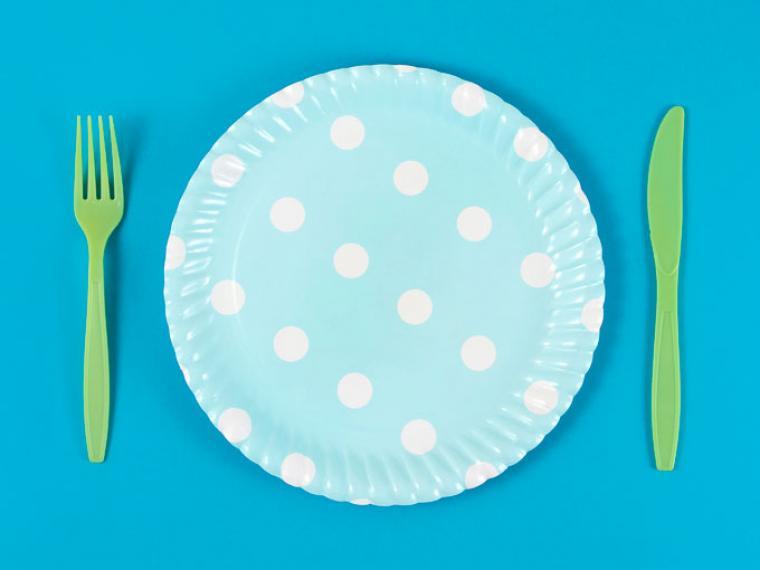 ¿Qué tiene que ver un plato de plástico con la importancia de descansar tras el parto?
