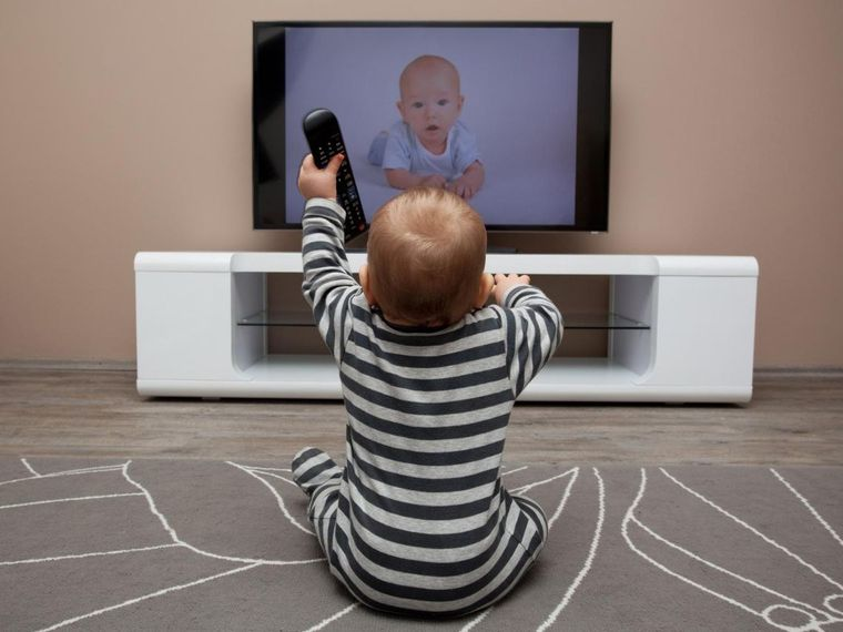 El carácter de tu bebé decide si le gustará la televisión o no