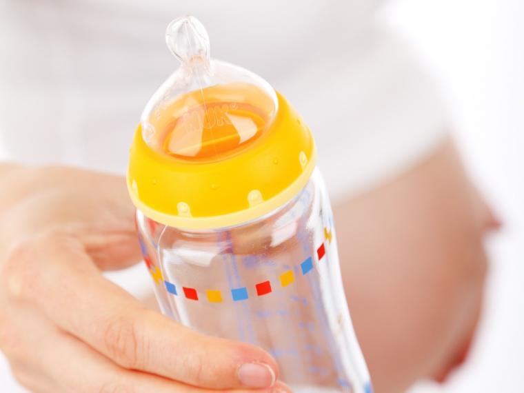 Biberones de plástico y microondas: todo lo que debes saber