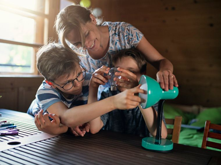 Consejos útiles para enseñar a tus hijos a ahorrar energía