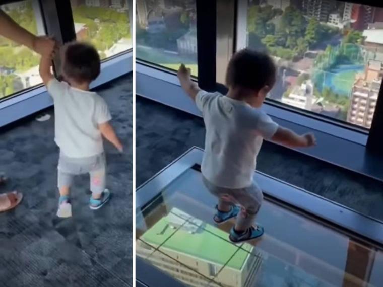 La graciosa reacción de un niño al caminar por el suelo de cristal en una torre