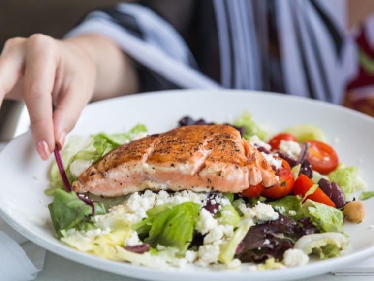 Embarazo y omega 3: beneficios y alimentos más ricos