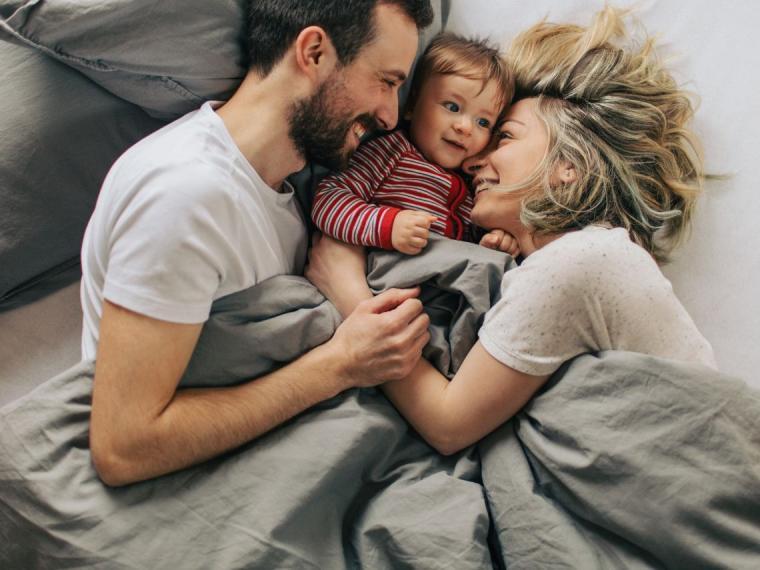 Un nuevo estudio revela que tener un bebé no afecta la relación de los padres en la mayoría de las ocasiones