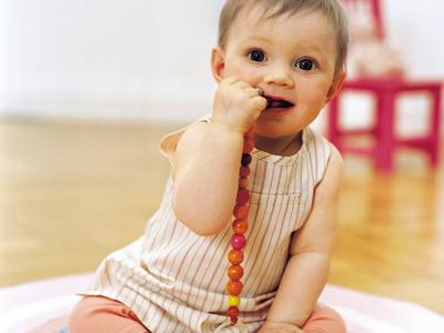 Qué hacer cuando un niño se traga algo