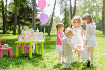 Cumpleaños de un niño. ¿Hay que regalar a sus hermanos?