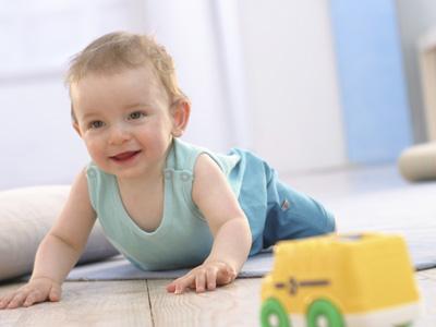 ¿Qué necesita el bebé para empezar a gatear?