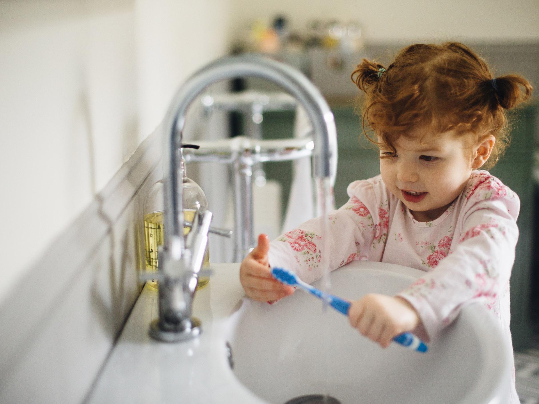 Cómo enseñar al niño a cepillarse los dientes