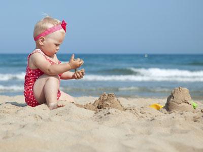 8 consejos para ir a la playa con el bebé