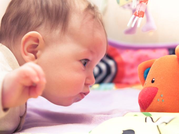 Juegos de estimulación para bebés de 0 a 6 meses