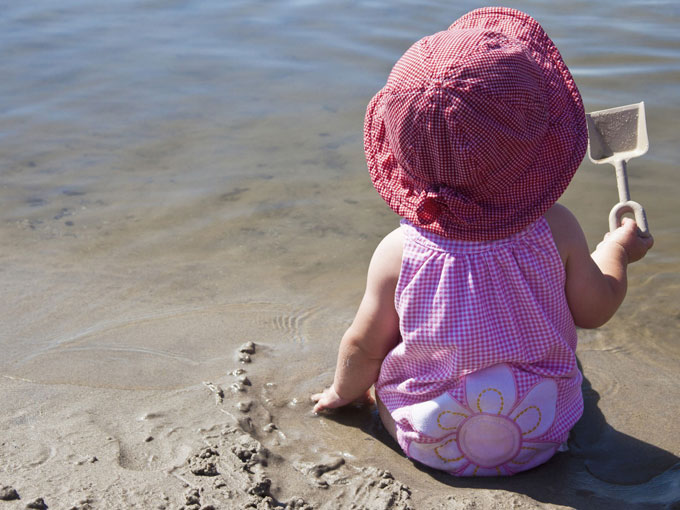 ¿Puedo llevar al bebé a la playa?