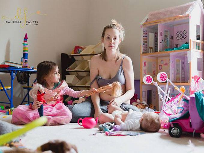 Una madre muestra sin tapujos la depresión posparto