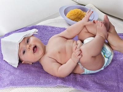 Fotos: cómo bajar la fiebre al bebé