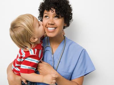 ¿A tu hijo le atiende un pediatra o un médico de familia?