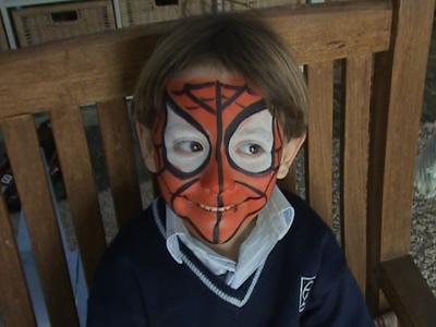 Cómo hacer un maquillaje de Spiderman para niños