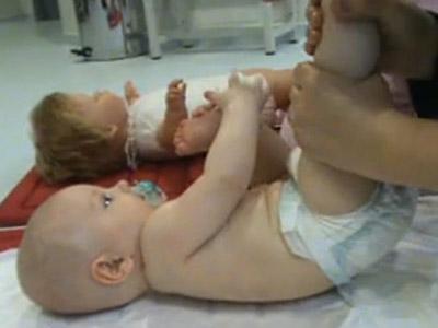 Masajes Shantala para bebés: piernas y pies (4)