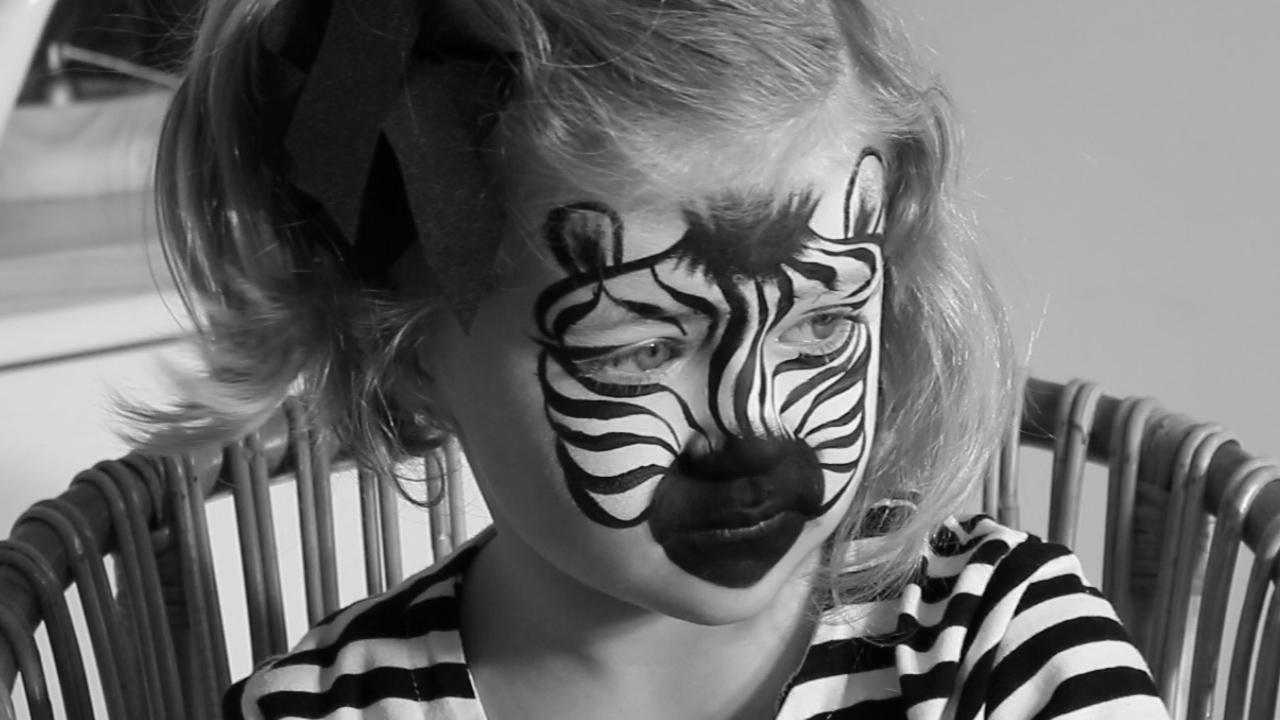 d043e351c Pintacaras: cómo hacer un maquillaje de cebra para niños